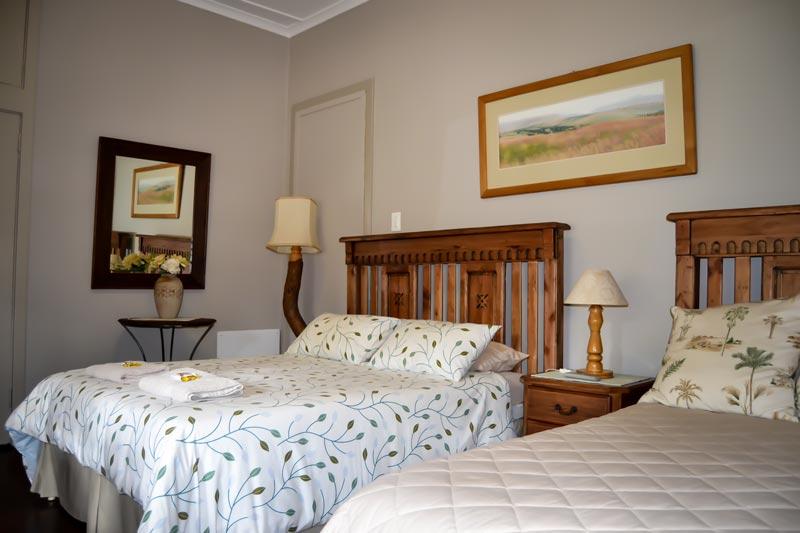 Piet Retief Guest House - Double Bed & Single Bedroom